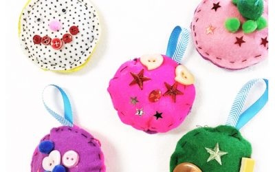 Christmas Craft for Kids: Felt Christmas Baubles